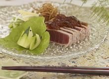 Grillowany tuńczyk z galaretką z ponzu i warzywami - ugotuj