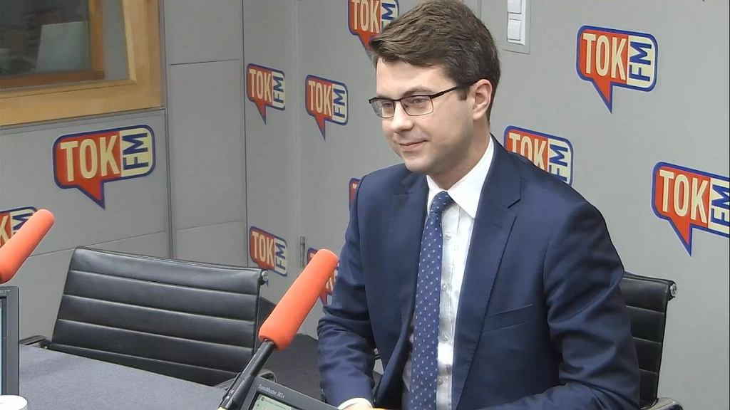 Piotr Müller w studiu Radia TOK FM.