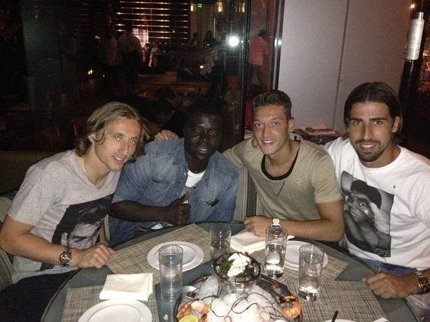 Mesut Ozil i przyjaciele