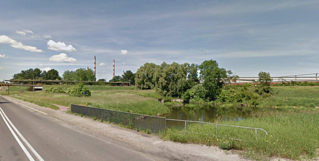 Dwóch mężczyzn wpadło kanału przy zakładach chemicznych w Policach