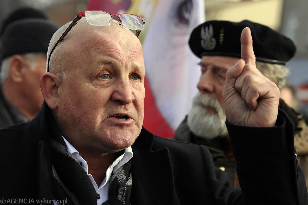 Piotr Rybak podczas marszu nacjonalistów w 74. rocznice wyzwolenia Auschwitz-Birkenau