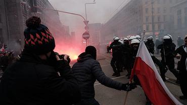 Manifestacja skrajnej prawicy - 'Marsz Niepodległości'. Warszawa, 11 listopada 2020