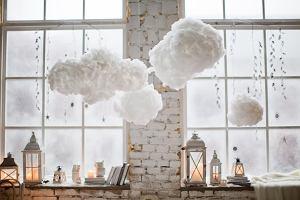 Dekoracje okienne, które podkręcą klimat we wnętrzu i odświeżą dom przed świętami
