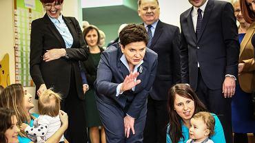 Premier Szydło i minister Rafalska na spotkaniu z mieszkańcami Stalowej Woli