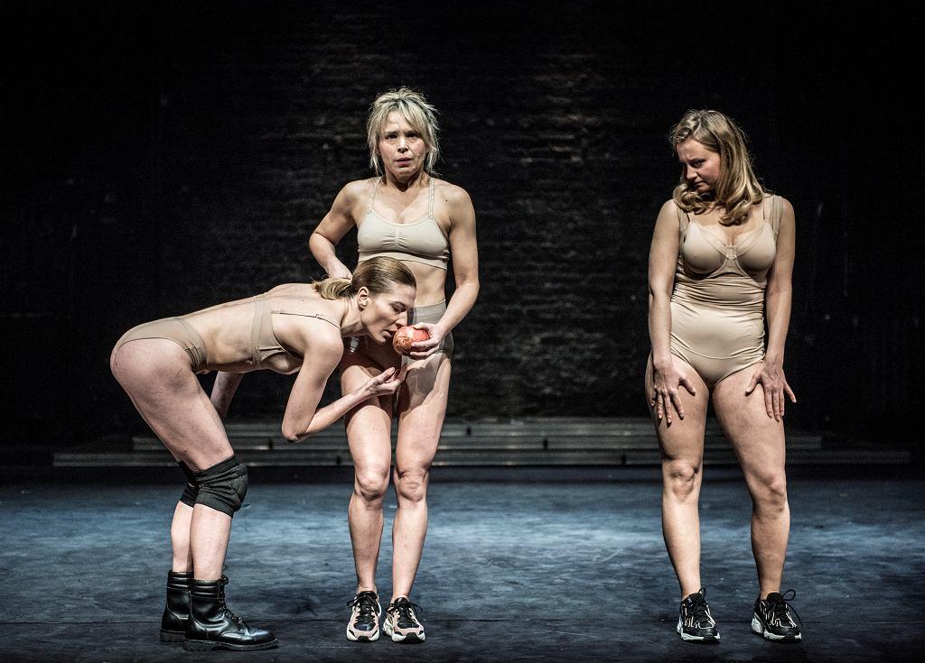 Spektakl 'Diabły' w reżyserii Agnieszki Błońskiej w Teatrze Powszechnym w Warszawie.