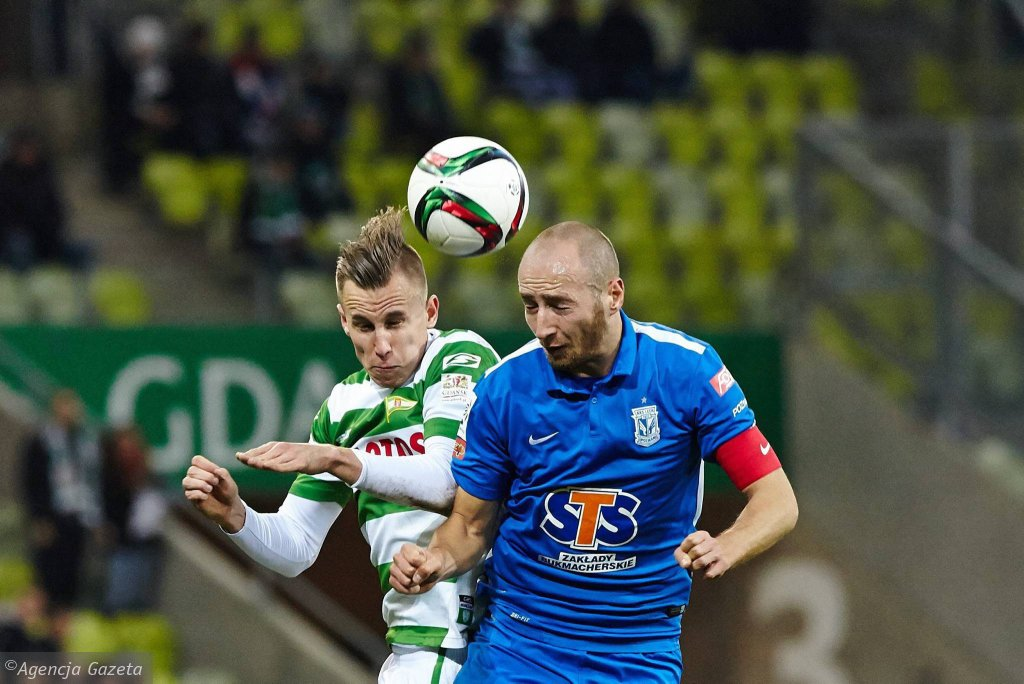 Lechia Gdańsk - Lech Poznań 0:1. Z lewej Paweł Stolarski, obok Łukasz Trałka