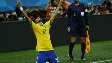 Neymar cieszy się z gola