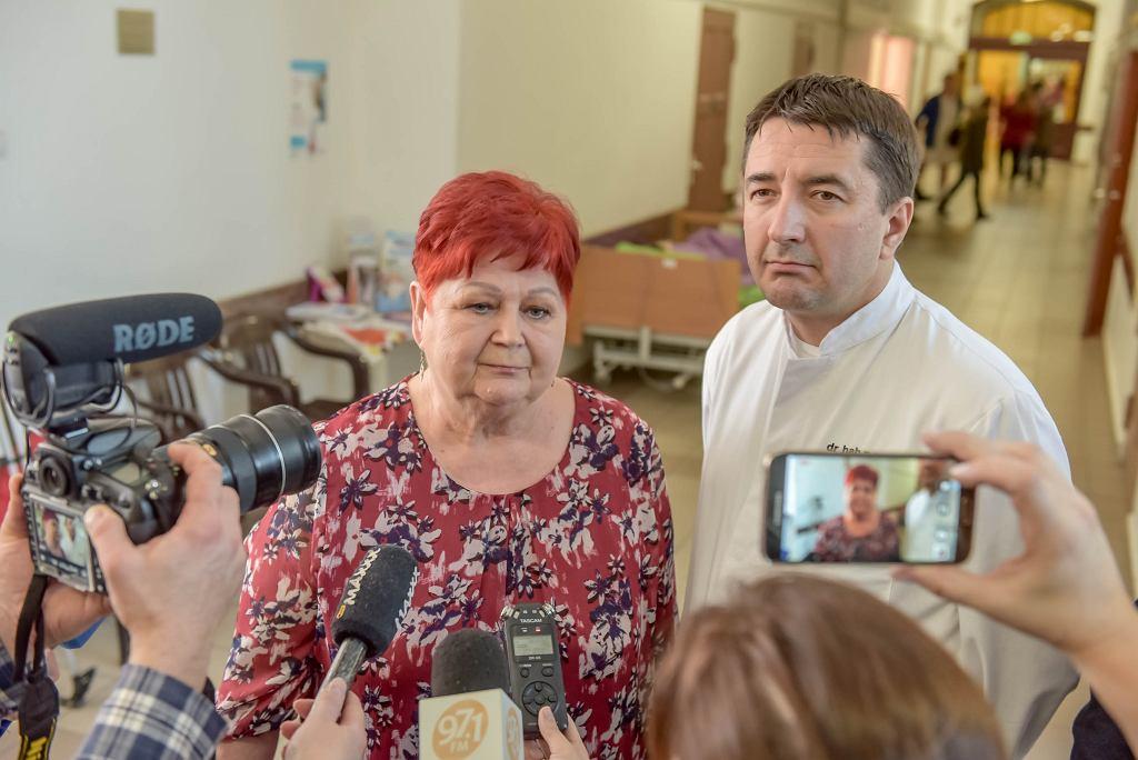 Szpital Uniwersytecki w Zielonej Górze, prof. Dawid Murawa, ordynator klinicznego oddziału chirurgii ogólnej i onkologicznej i Zofia Dybka, matka pacjentki