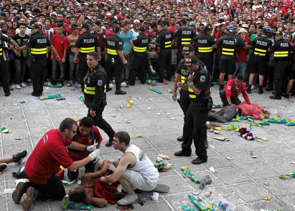 Do dramatu doszło w stolicy Kostaryki, gdzie po meczu z Holandią z powodu bójki trzy osoby zostały ranne