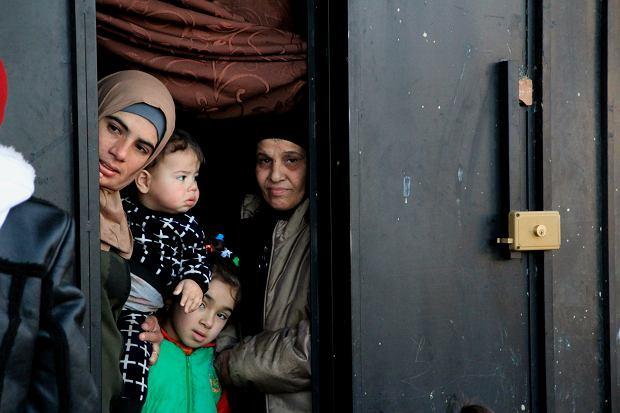 Trzy pokolenia syryjskich uchodźców. Warda, żona Assema, ich dzieci oraz matka męża