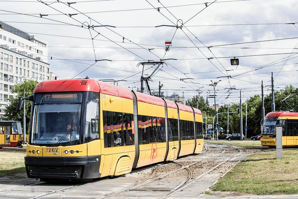 Tramwaje Pesy na Rondzie 'Radosława' w Warszawie