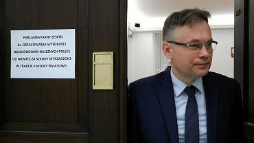 Poseł PiS Arkadiusz Mularczyk podczas podczas posiedzenia parlamentarnego zespołu do spraw oszacowania wysokości odszkodowań należnych Polsce od Niemiec za szkody wyrządzone w trakcie II wojny światowej. Warszawa, 22 marca 2018