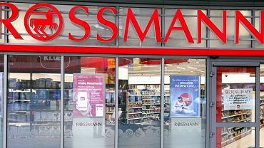 Megapromocja w sklepach Rossmann. Jakie produkty można teraz kupić nawet o 50% taniej?