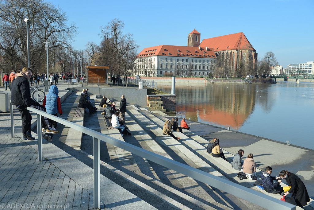 Pogoda. Niezwykłe ciepło w lutym. Zdjęcie ilustracyjne, Wrocław 21 lutego 2021 r.