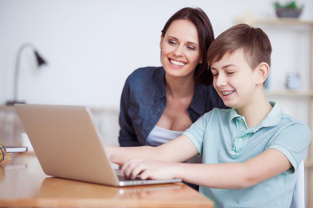 Platformy edukacyjne dla dzieci to bardzo pomocne narzędzie dydaktyczne dla uczniów i rodziców. Zdjęcie ilustracyjne, Olena Yakobchuk/shutterstock.com