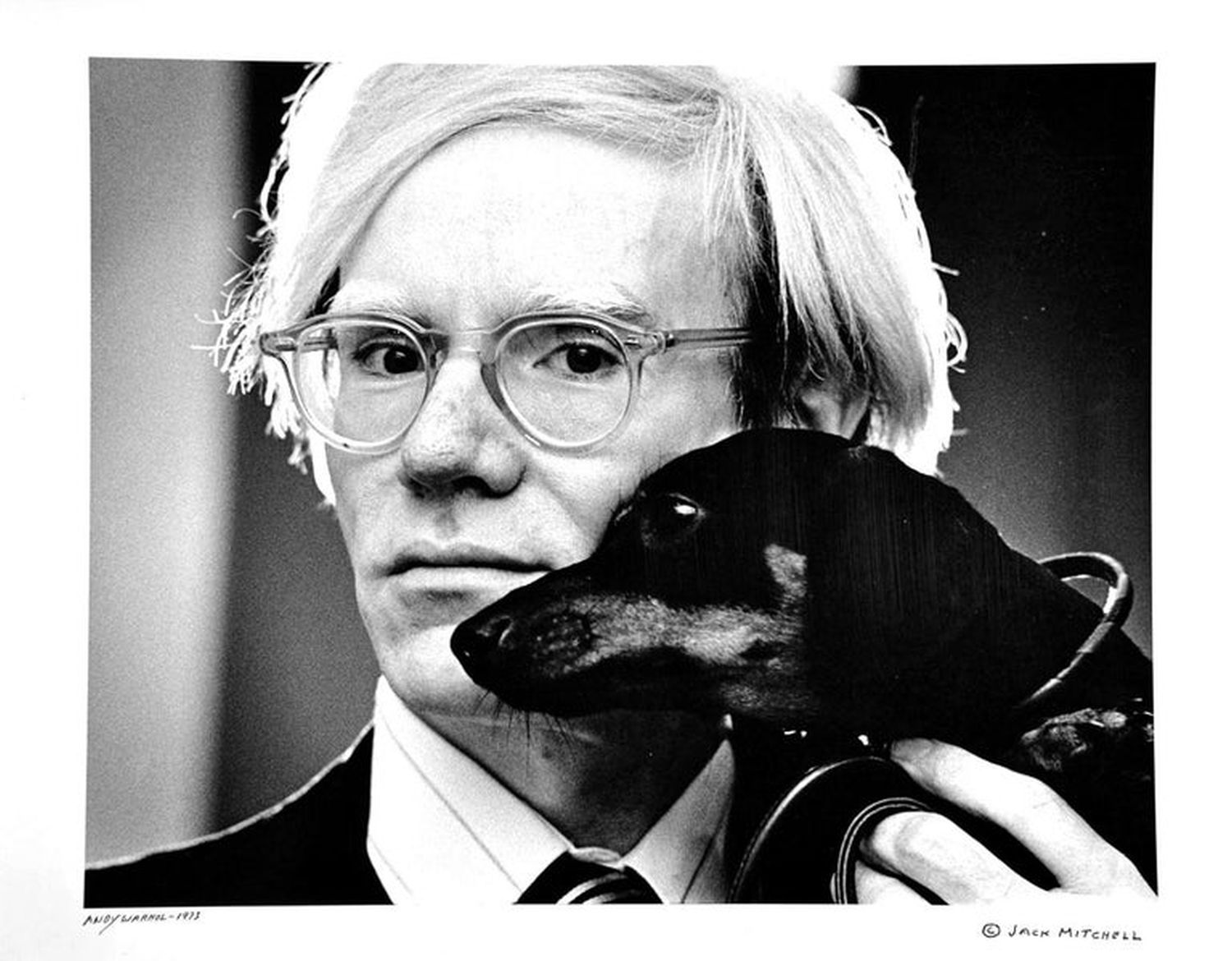 Andy Warhol i Archie (fot. Jack Mitchell/Wikimedia Commons/CC BY 4.0)