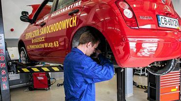 Przegląd techniczny samochodu musimy robic przynajmniej raz do roku
