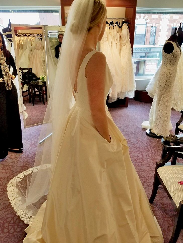 Suknia ślubna z kieszeniami
