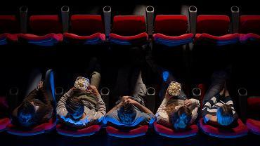 Kiedy pójdziemy do kina i teatru? Od kiedy możliwe wesela? Rząd podał termin