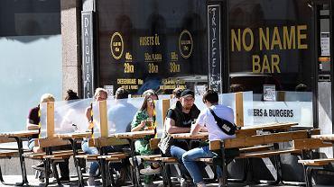 Restauracja w Sztokholmie w dobie epidemii koronawirusa, 30 maja 2020 r.