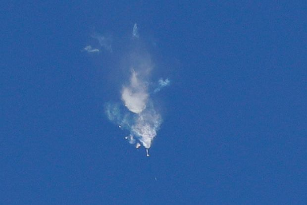 Awaria podczas misji Sojuz MS-10. Zamiast 'krzyża Korolowa' widać chmurę szczątków