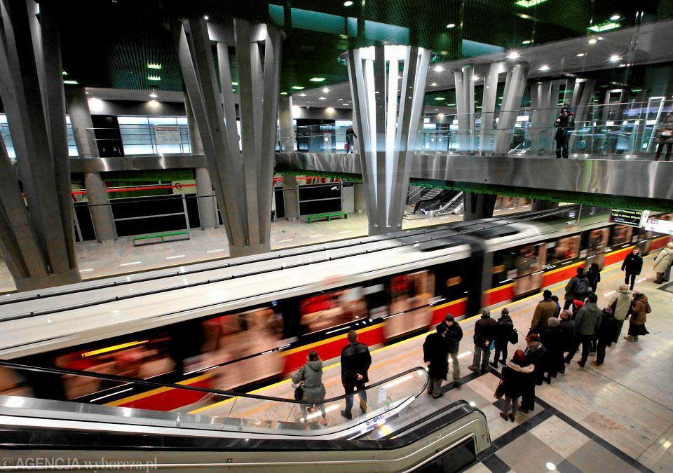 08.03.2015 - pierwszy dzień działania II linii metra