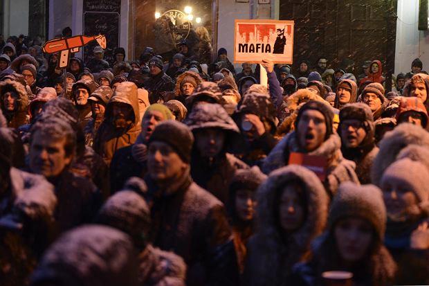 Tysiące osób na Słowacji wzięło udział w pochodzie upamiętniającym Jana Kuciaka