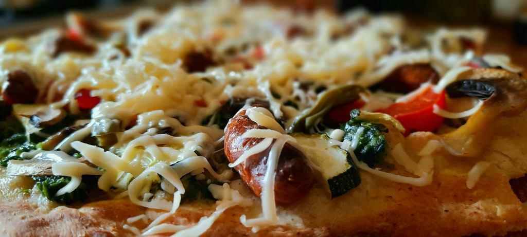 Pizza upieczona w piecu Teesa SUPREME