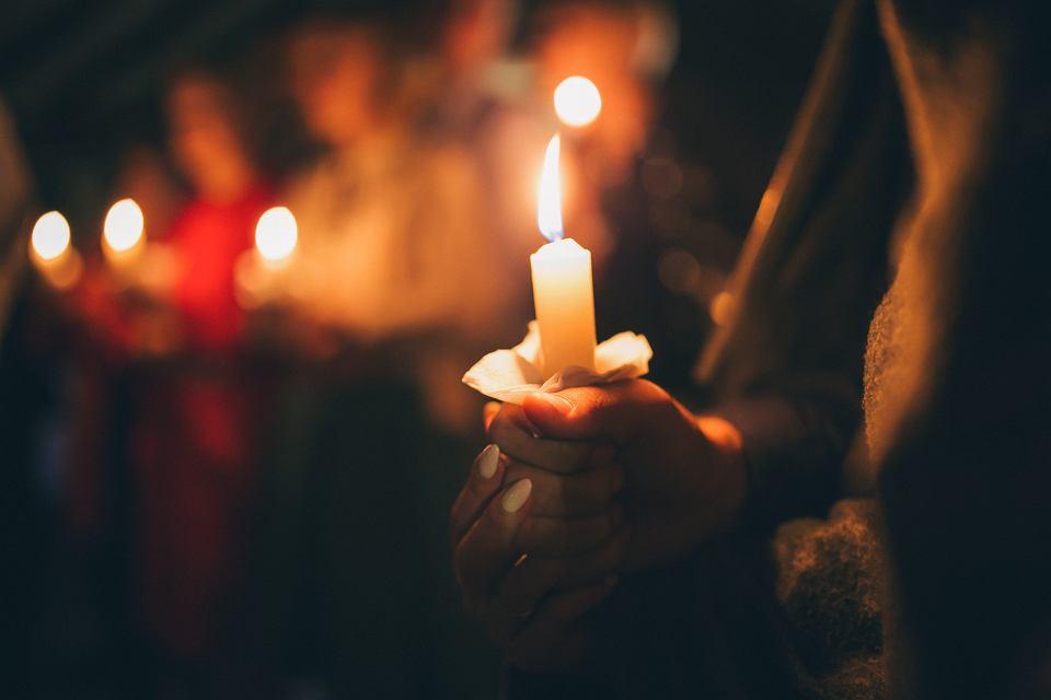 Kiedy odchodzi nasz bliski, musimy między innymi sprawdzić, czy z tytułu śmierci krewnego przysługuje nam świadczenie z polisy na życie,