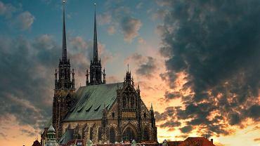 Czechy Brno - Katedra w Brnie / shutterstock