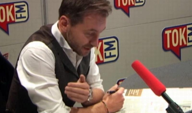 Piotr Kraśko w studiu radia TOK FM
