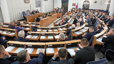 Wyniki wyborów 2019. Głosy w senacie rozłożyły się niemal pół na pół