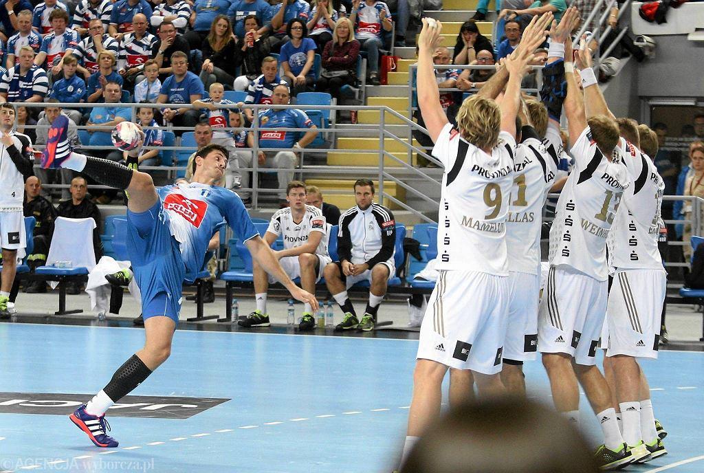 Liga Mistrzów, piłka ręczna. Orlen Wisła Płock - THW Kiel. Rzuca Dan Racotea