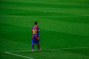Messi w szoku, że nie zostanie w Barcelonie. Hiszpańskie media opisują kulisy reakcji piłkarza