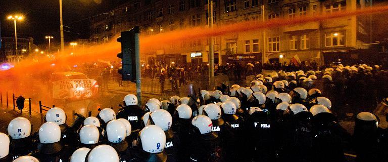 Marsz narodowców we Wrocławiu rozwiązany. Policja użyła armatek wodnych