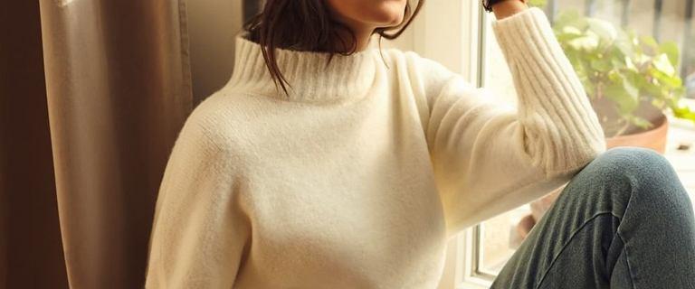 Ten sweter wygląda uroczo i jest niezwykle miły w dotyku! Top 18 modeli z popularnych sieciówek