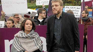 Marcelina Zawisza i Adrian Zandberg podczas podsumowania kampanii wyborczej. 23 października 2015 r.