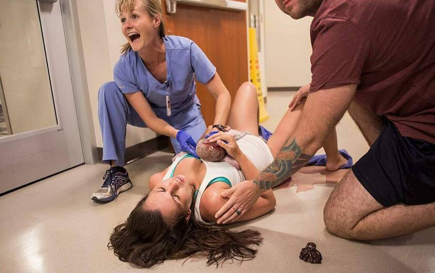 Jess urodziła na szpitalnej podłodze.