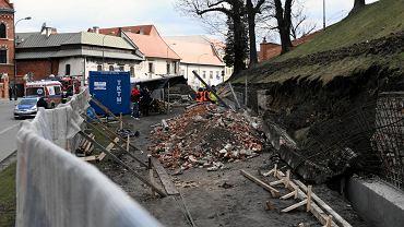 Kraków: zawalił się mur koło Wawelu
