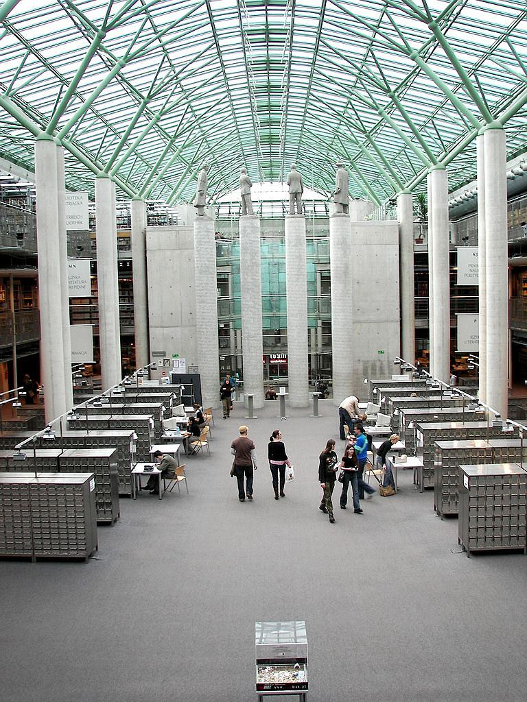 Biblioteka Uniwersytecka w Warszawie / Fot. Piotr VaGla Waglowski, Wikimedia domena publiczna