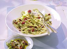 Spaghetti z pesto i żurawiną - ugotuj