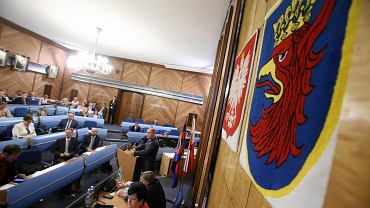Prezydent Szczecina Piotr Krzystek na absolutoryjnej sesji rady miasta