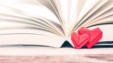Książki o miłości to propozycje nie tylko dla miłośników romansów. Zdjęcie ilustracyjne