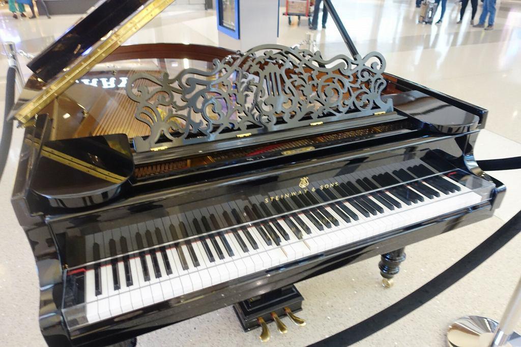 Fortepian na lotnisku w Los Angeles