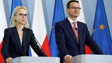 Premier Mateusz Morawiecki i minister finansów Teresa Czerwińska