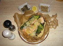 Lekki i zdrowy łosoś z warzywami w papilotach - ugotuj
