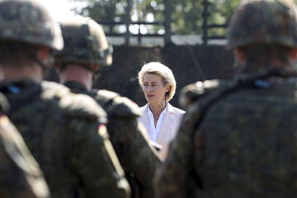 Ursula von der Leyen, niemiecka minister obrony, przemawia do żołnierzy Bundeswehry (fot. Sebastian Willnow/dpa via AP)