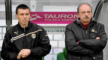 Paweł Barylski (po lewej) i były trener Śląska Stanislav Levy