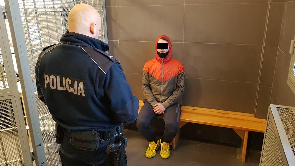 Warszawa. Chciał ukraść zegarek i telefon, uciął ofierze palec tasakiem