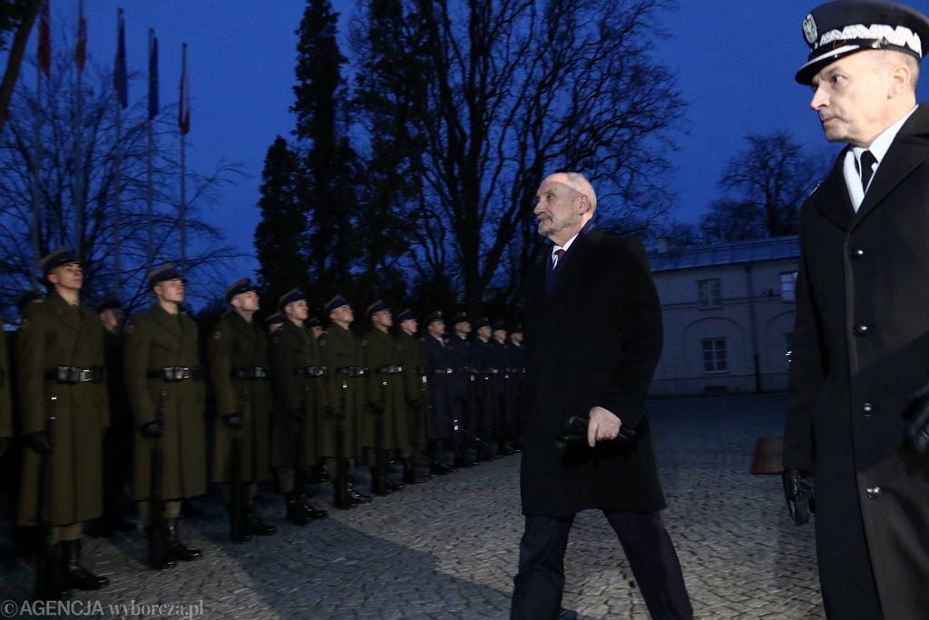 9.01.2018, Ministerstwo Obrony Narodowej, Antoni Macierewicz przekazuje stanowisko Mariuszowi Błaszczakowi.